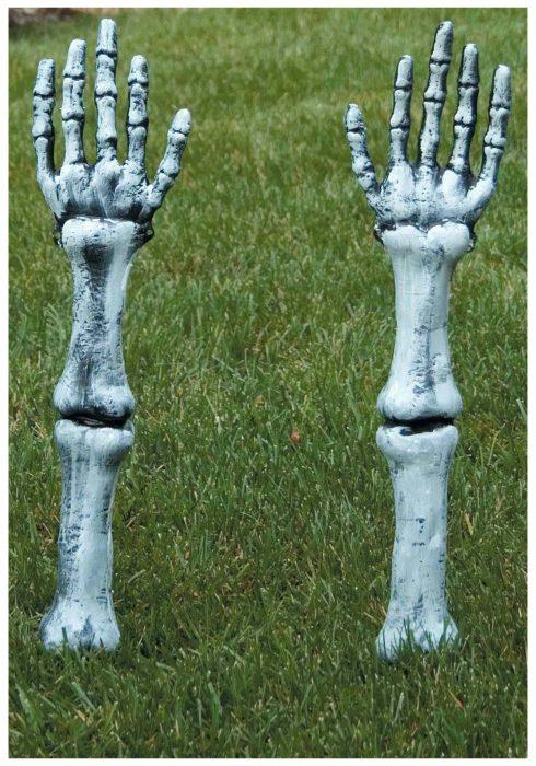 Skeleton Arm Lawn Stakes